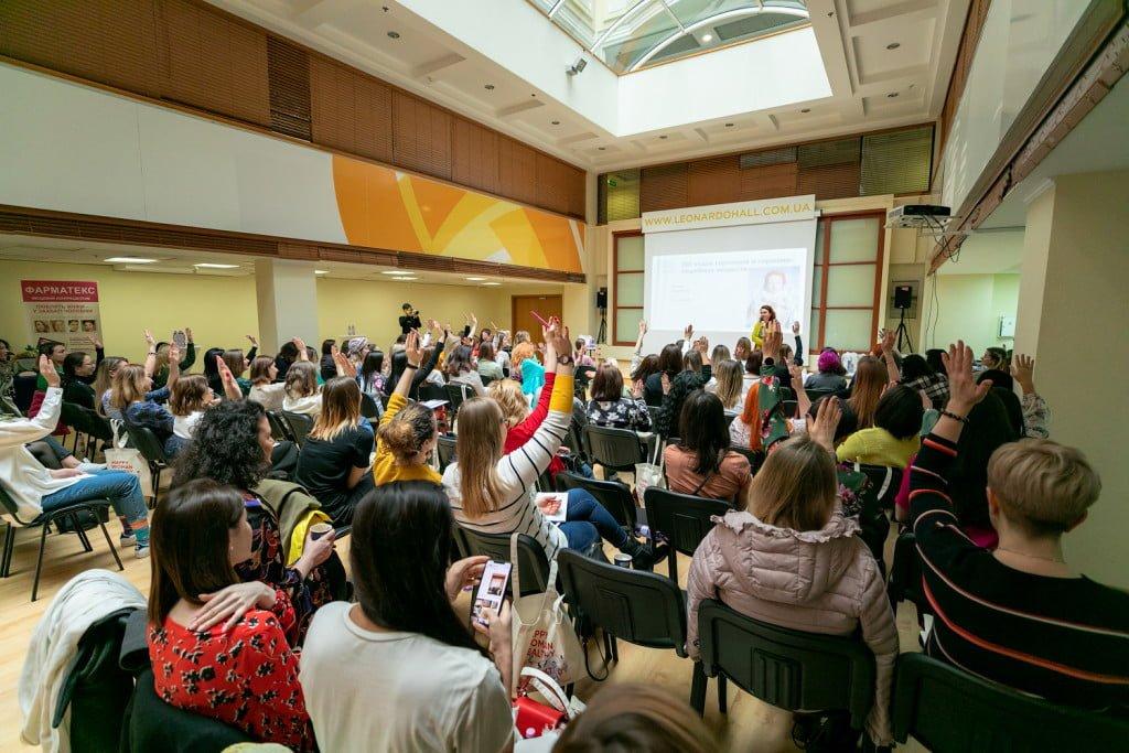 жінки на участі в конференції по Sexual Education